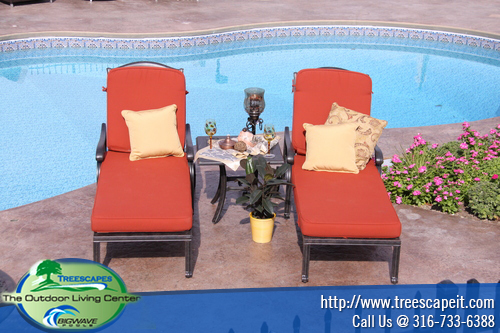 chaise-lounges-with-accent-table