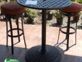 pedestal-table-w-bare-bar-stools