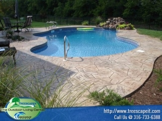 beautiful-irregular-shaped-pool-with-water-feature
